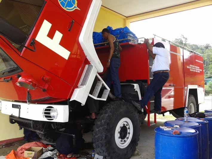 Mobil Damkar milik Bandara Torea Fakfak sedang dalam perbaikan