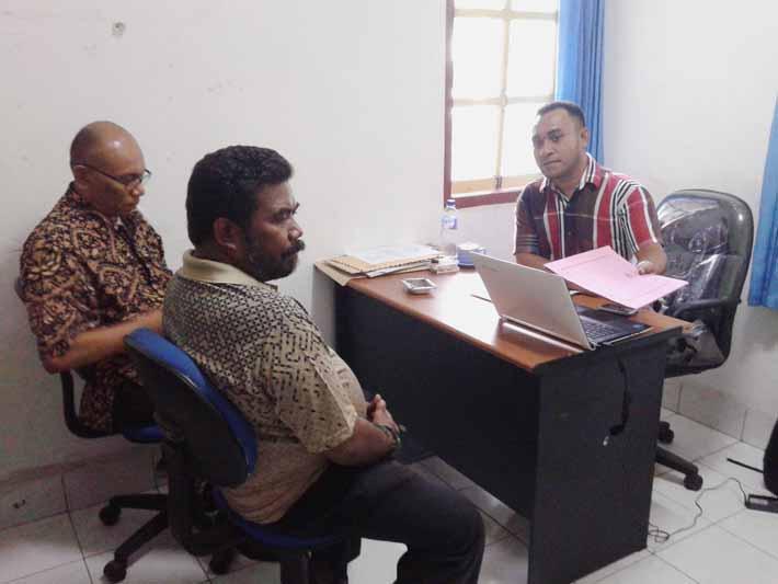 Inya dan Iwan melaporkan KPU kepada Panwas