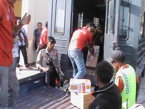 Logistik Pilkada tiba di Bandara Torea Senin sore