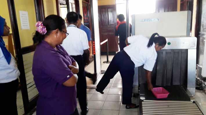 Pemeriksaan penumpang dan barang bawaan di Bandara Torea, Fakfak mulai diperketat