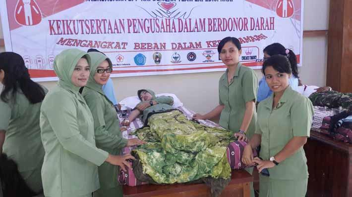 Suasana donor darah yang digagas LPP RRI Fakfak dan Team Ekspedisi NKRI