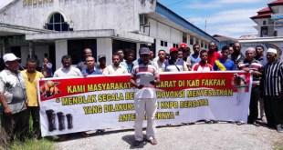 Masyarakat Peduli NKRI Kabupaten Fakfak menggelar aksi damai