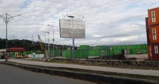Tumpukan kontainer di Pelabuhan Fakfak, Papua Barat