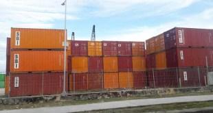 Tumpukan ontainer di Pelabuhan Fakfak
