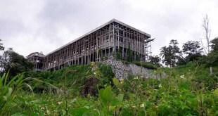 Gedung STIKIP Nuu War Fakfak yang kini mangkrak