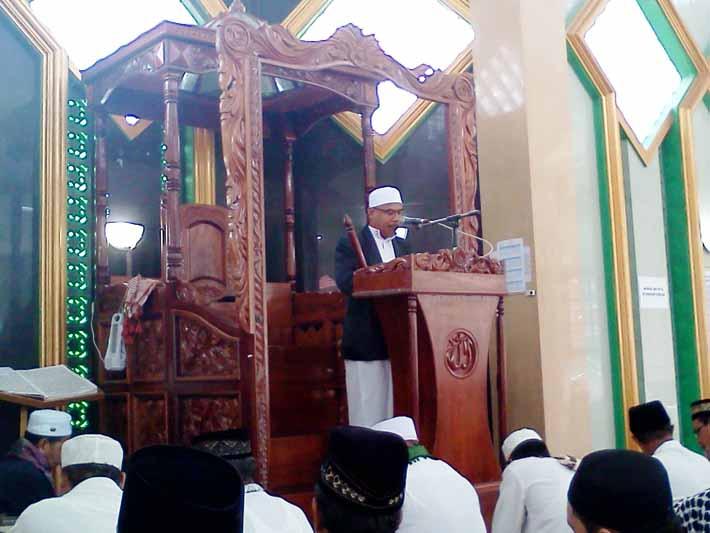 Supriyono Wihel, S.Sos. MM. menjadi khotib sholat Idul Adha di Masjid Al Munawwarah, Fakfak