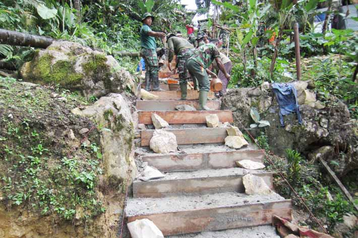 Pembangunan jalan, sinergi TNI, Polri dan masyarakat
