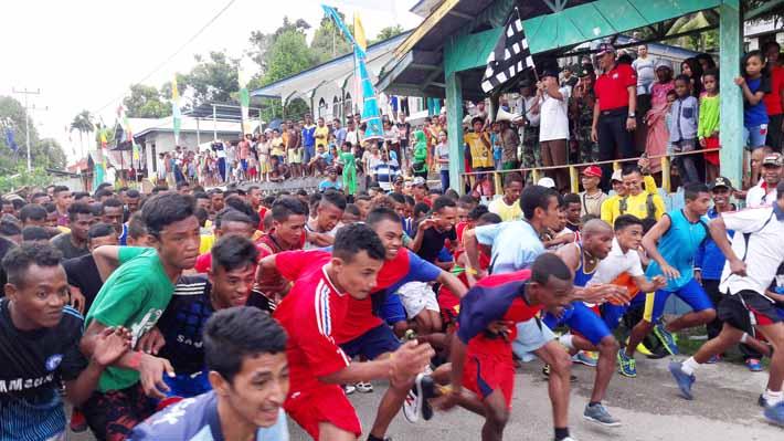 Ekspresi luar biasa para peserta Lomba lari 10 K HUT TNI ke 71 Tahun 2016