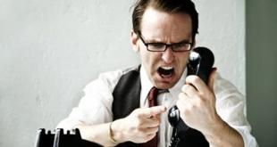 (Ilustrasi) orang sedang bertelepon