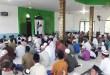 Warga Kampung Sekru melaksanakan sholat idul fitri lebih awal