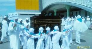 Anak-anak TK ABA sek Kabupaten Fakfak letihan manasik haji