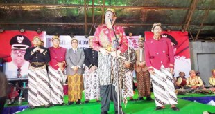 KRT Drs. Mohammad Uswanas Dipuro, M.Si. memberikan sambutan usai pengukuhan