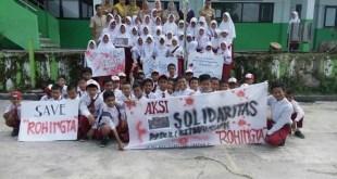 Puluhan anak MI Asy Syafi'iyah Fakfak menggelar aksi peduli Rohingya