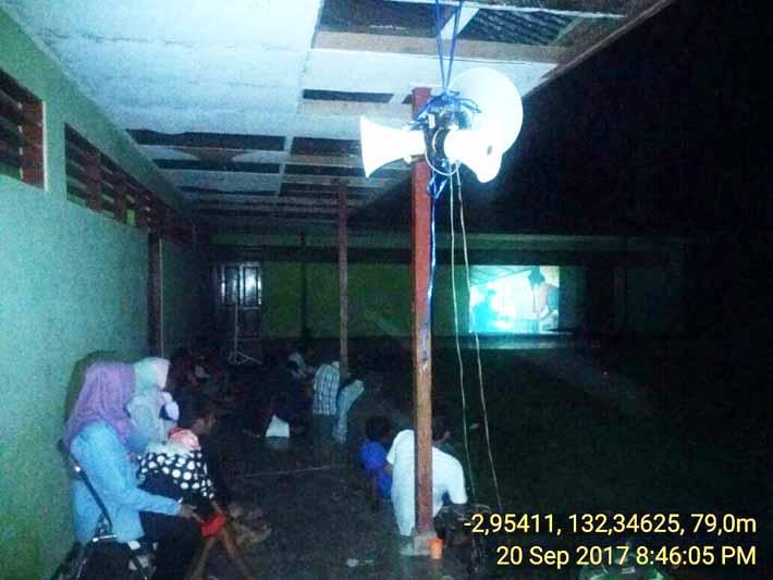 Suasana nobar di salah satu kampung