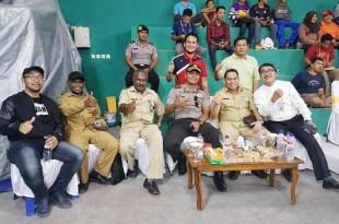 Suasana pembukaan open turnamen bulutangkis di Gudang Pelindo Fakfak