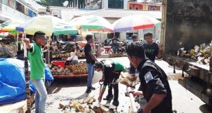 Aksi sosial KAHMI Fakfak, membersihkan sampah di jalan dan pasar