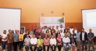 Foto bersama pejabat SKK Migas, Kontraktor KKS, narasumber dan peserta Media Gathering