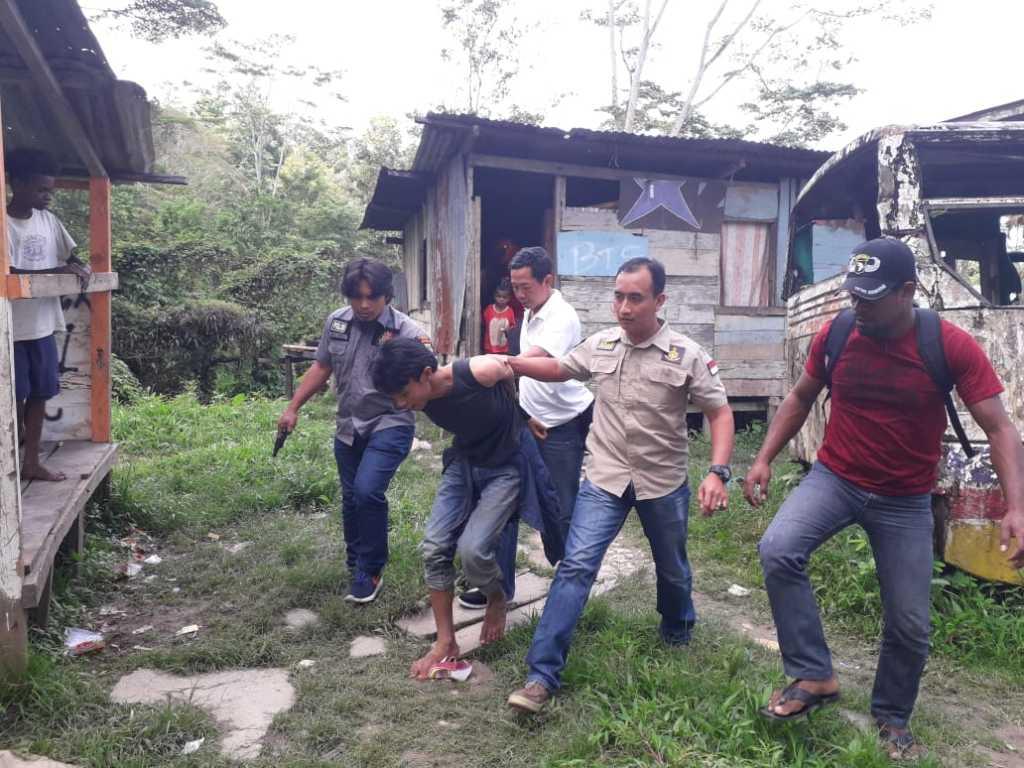 NH saat diringkus anggota Reskrim Polres Fakfak Siang tadi (25/7)