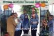 Bupati Fakfak menerima penghargaan dari Kemenkes RI yang diserahkan oleh Plt Kepala Dinas Kesehatan Kabupaten Fakfak