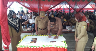 Bupati Fakfak, Dr. Mohammad Uswanas, M.Si. meresmikan gedung DPRD dan Kantor Dukcapil Kabupaten Fakfak