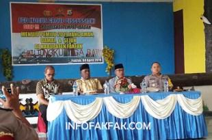 Kapolres saat membuka FGD di aula Anton Sudjarwo, Mapolres Fakfak
