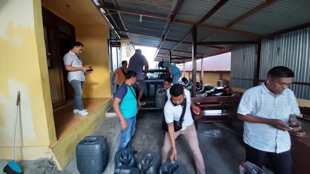 penyelundupan 450 liter sopi berhasil diberangus Sat Res Narkoba Polres Fakfak