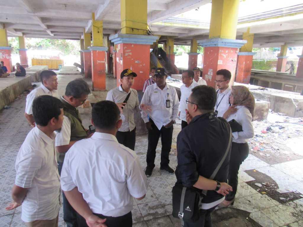 Tim Kementerian PUPR dan Kementerian Perdagangan meninjau Pasar Thumburuni