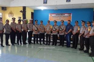Foto bersama usai sertijab dua Kasat jajaran Polres Fakfak