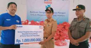 Penyerahan bantuan bahan makanan pokok senilai 1 miliar, secara simbolis di Distrik Fakfak Barat, Kabupaten Fakfak (dok IF/ayu)