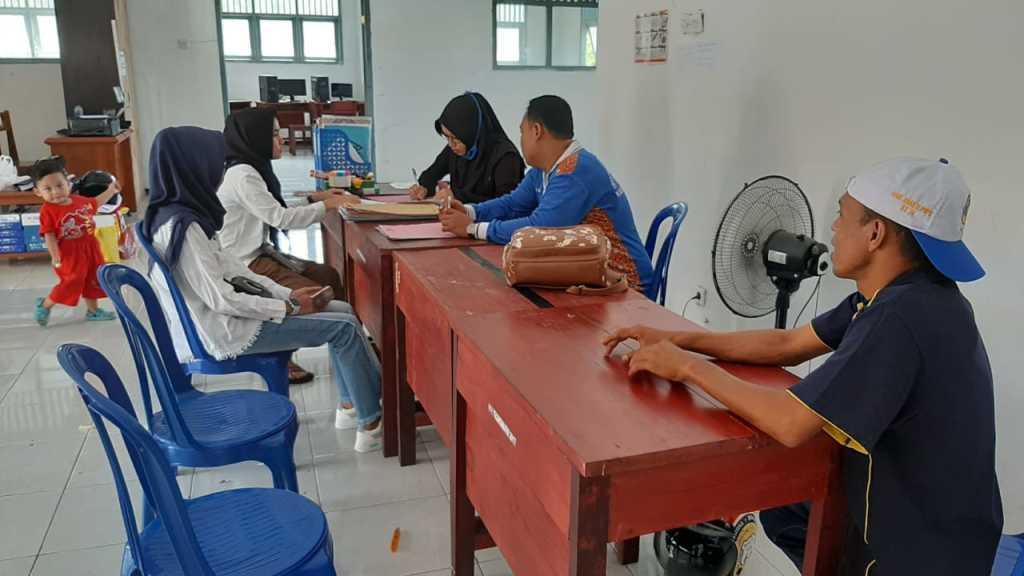 Proses pendaftaran peserta pelatihan di UPTD BLK Kabupaten Fakfak. (foto dok IF)
