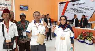 "Pasangan ""CEPAT"", Cyrillus Adopak dan Peggi Patrisia Pattipi usai menyerahkan syarat dukungan ke KPU Fakfak (dok IF)"