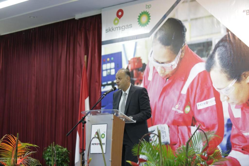 BP Regional President Asia Pacific, Nader Zaki, memberikan sambutan pada acara Inagurasi peserta angkatan kedua program pemagangan teknisi Tangguh
